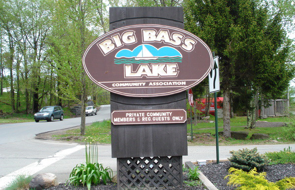 140A-WELCOME_TO_BIG_BASS_LAKE